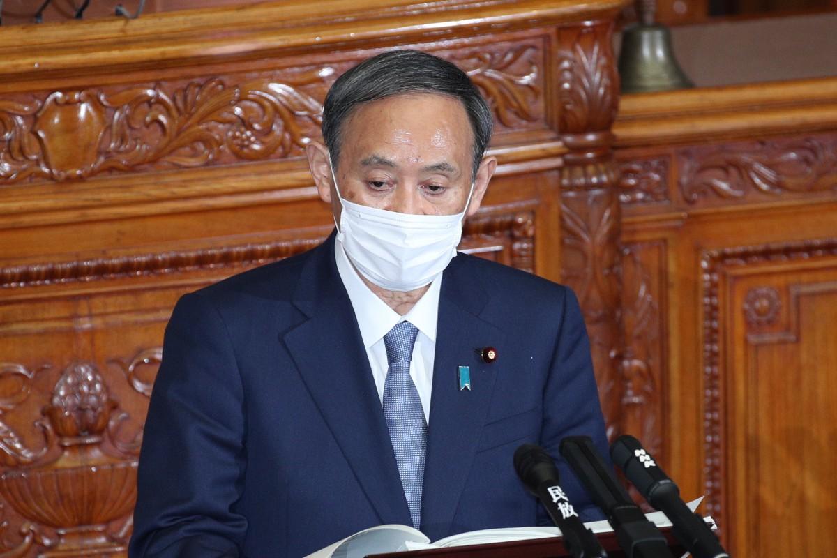 参院本会議で所信表明演説をする菅義偉首相=10月26日午後、国会