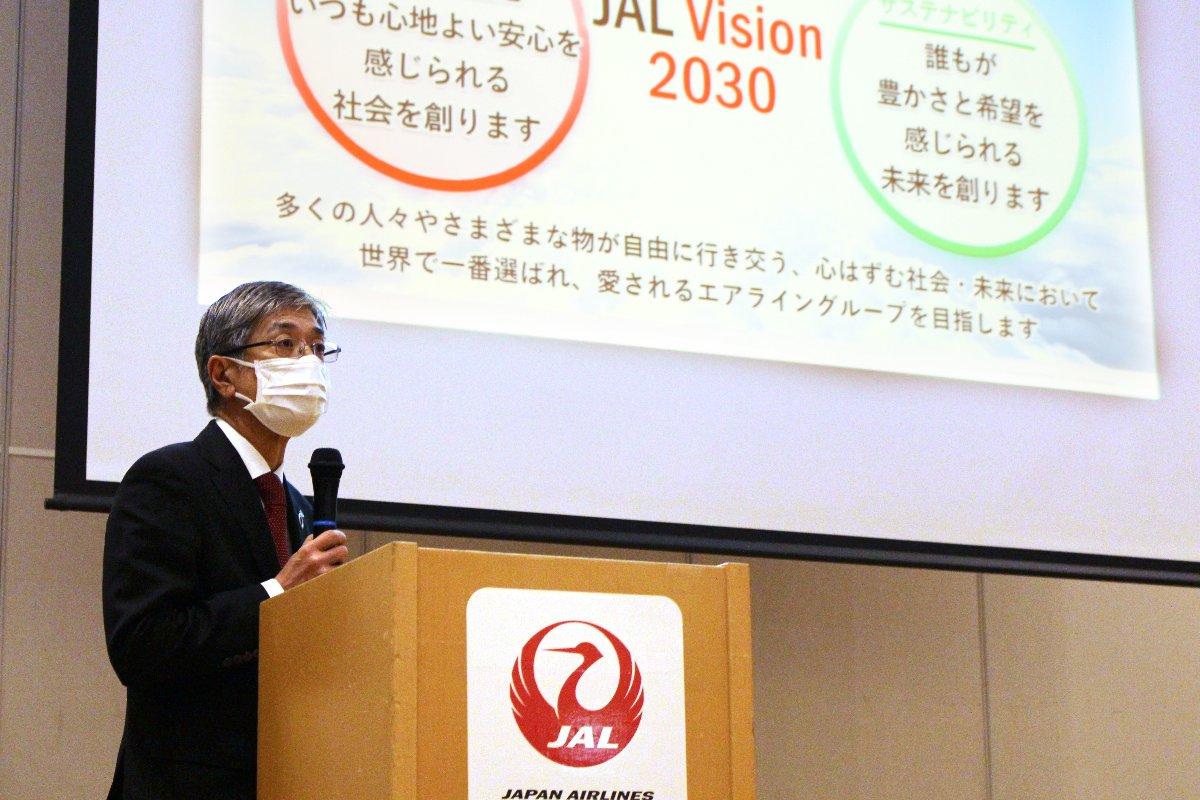 2021年3月期連結決算について記者会見する日本航空の赤坂祐二社長=7日、東京都品川区