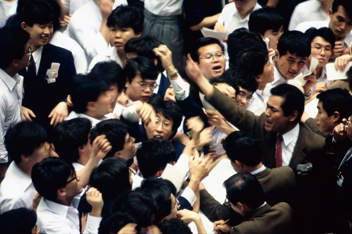 東京証券取引所の場立ち風景(1988年5月、東京・中央区日本橋兜町)