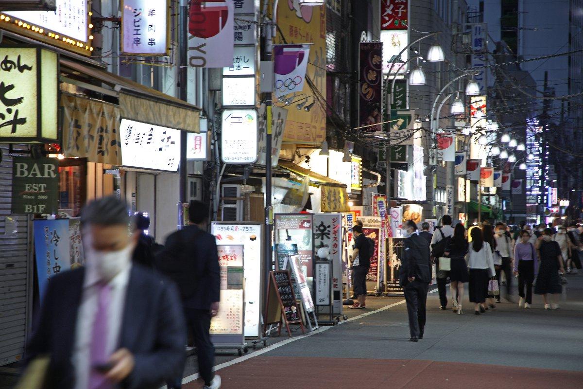 まん延防止等重点措置が始まった東京都内の飲食店街=6月21日午後、東京都港区
