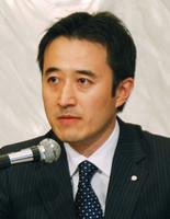 レナウン社長に内定し、記者会見に臨む北畑稔氏(2009年撮影)
