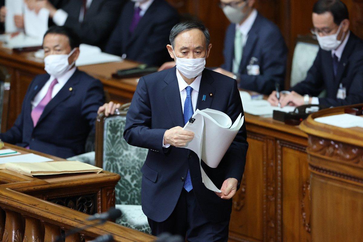 衆院本会議で施政方針演説に臨む菅義偉首相=18日午後、国会内