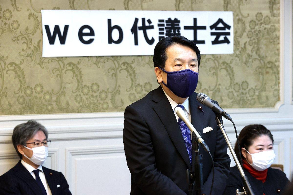 立憲民主党の代議士会であいさつする枝野幸男代表=18日午前、国会内