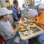 米、9州で経済一部再開=感染警戒、閉鎖続ける飲食店も―衛生確保で手探り状態