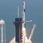 民間初の有人宇宙船、打ち上げ成功=米国土から9年ぶり、ISS到達