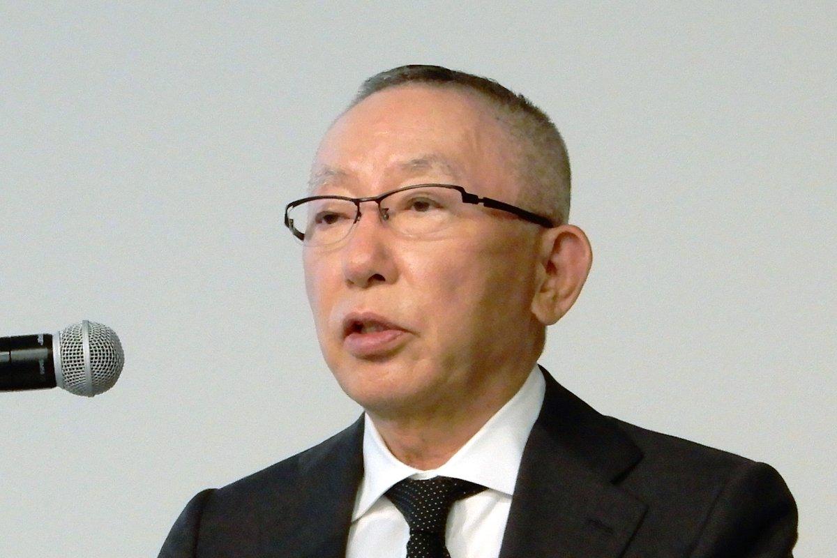 記者会見するファーストリテイリングの柳井正会長兼社長=8日、東京都内